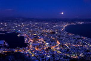 函館山より函館市内雪景色夜景の素材 [FYI00366127]