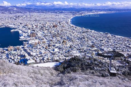 函館山より函館市内雪景色の素材 [FYI00366131]