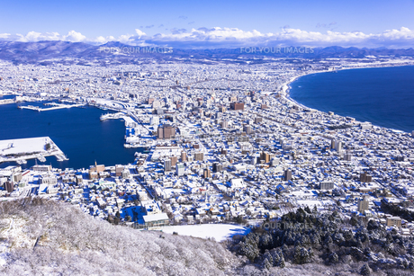函館山より函館市内雪景色の素材 [FYI00366133]