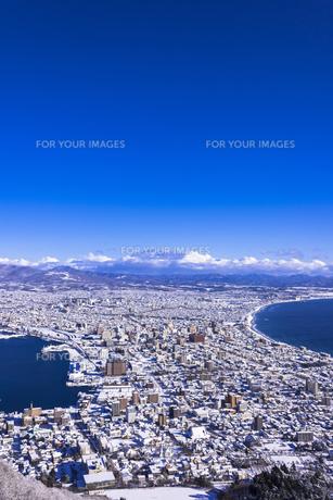 函館山より函館市内雪景色の素材 [FYI00366136]
