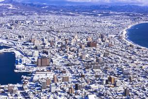 函館山より函館市内雪景色の素材 [FYI00366152]