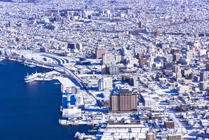 函館山より函館市内雪景色の素材 [FYI00366157]