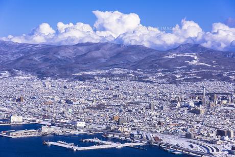 函館山より函館市内雪景色の素材 [FYI00366162]