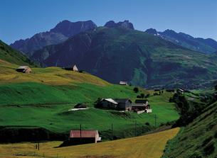 スイスのアンダーマット周辺の谷の写真素材 [FYI00366204]