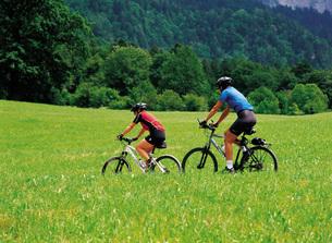 サイクリングのカップルの素材 [FYI00366227]