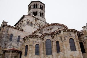 オーベルニュ地方のサンジュリアンバジリカ聖堂の写真素材 [FYI00366330]