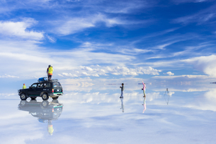 ミラーレイク・ウユニ塩湖の絶景の素材 [FYI00366508]