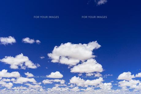 ミラーレイク・ウユニ塩湖の雲の素材 [FYI00366651]