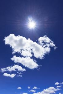 太陽と雲の素材 [FYI00366680]