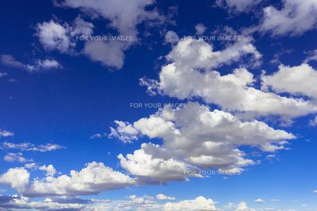 ミラーレイク・ウユニ塩湖の雲の素材 [FYI00366706]