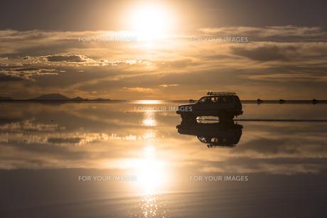 ミラクルレイク・ウユニ塩湖の絶景の素材 [FYI00366795]