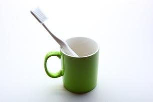 歯ブラシとカップの写真素材 [FYI00367355]