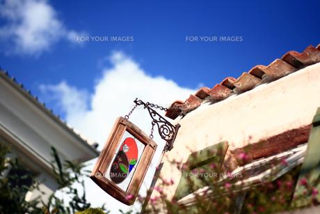赤れんがの屋根とステンドグラスの写真素材 [FYI00367830]