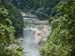 保津川の鉄橋の写真素材 [FYI00367995]