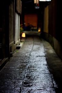 濡れた石畳の写真素材 [FYI00368076]
