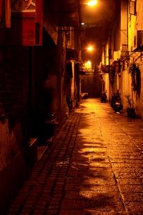 夜の裏通り-マカオの写真素材 [FYI00368107]