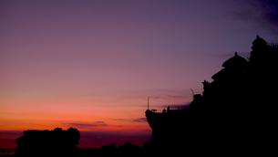 タナロット寺院に沈む夕日の写真素材 [FYI00368165]