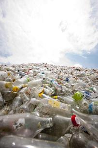 廃棄物(ガラス瓶)の写真素材 [FYI00368170]