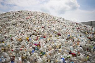 廃棄物(ガラス瓶)の写真素材 [FYI00368176]