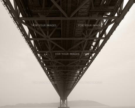 直線に延びる明石大橋の写真素材 [FYI00368180]