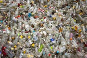 ガラス瓶のゴミの写真素材 [FYI00368192]