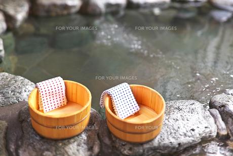露天風呂と桶の素材 [FYI00368209]