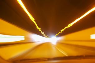 トンネルの中のスピード感の写真素材 [FYI00368218]