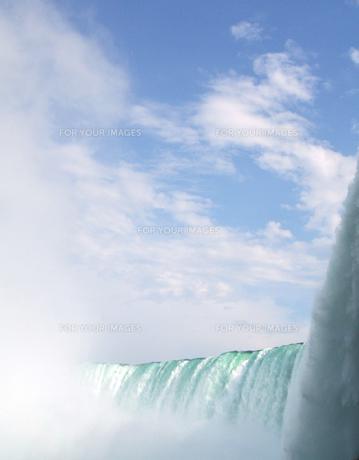 夏空とナイアガラの滝の写真素材 [FYI00368296]