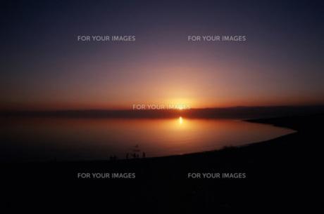 夕景の死海の写真素材 [FYI00368350]