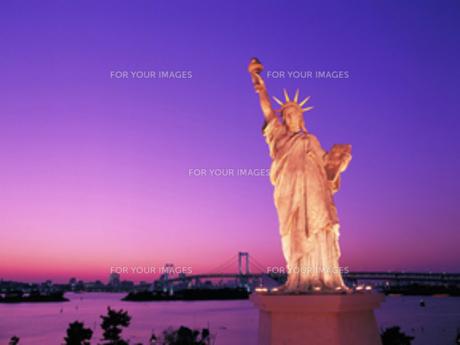 夕景の自由の女神の写真素材 [FYI00368375]