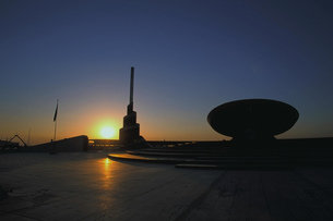 夕景の無名戦士の墓の写真素材 [FYI00368381]