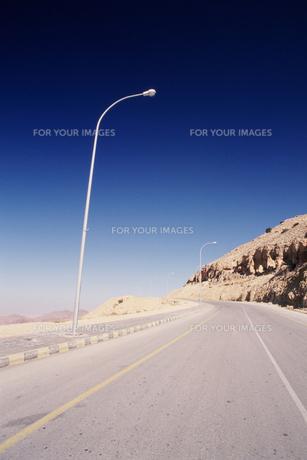 砂漠の街道の写真素材 [FYI00368382]