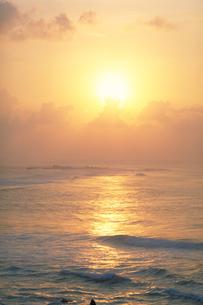 東平安名崎の朝陽の写真素材 [FYI00368394]