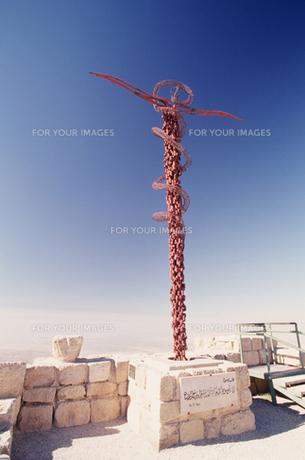 神がモーゼに与えた杖のモニュメントの写真素材 [FYI00368433]