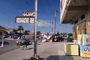 バグダッド市内マンスール、アメリア地区の通りの写真素材 [FYI00368445]