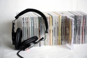 ヘッドフォンとCDの写真素材 [FYI00368535]