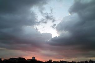 大濠公園からの夕焼けの写真素材 [FYI00368554]