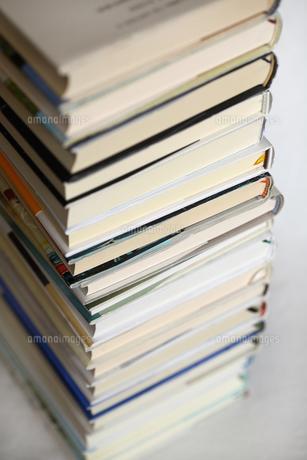積み重なる本の写真素材 [FYI00368588]