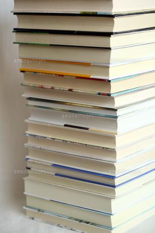 積み重なる本の写真素材 [FYI00368589]