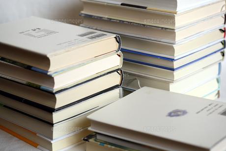積み重なる本の写真素材 [FYI00368592]