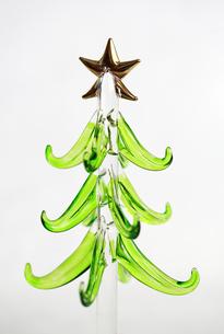 ガラスのクリスマスツリーの写真素材 [FYI00368634]
