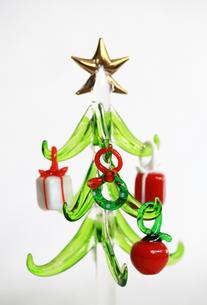 ガラスのクリスマスツリーの写真素材 [FYI00368657]