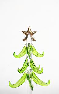 ガラスのクリスマスツリーの写真素材 [FYI00368658]