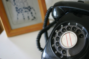 懐かしい黒電話の写真素材 [FYI00368941]