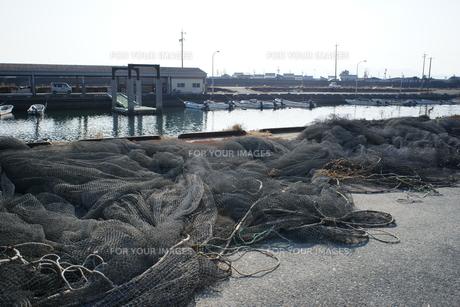 松ヶ崎漁港の網干しの写真素材 [FYI00368985]