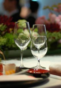 乾杯前のグラスの写真素材 [FYI00369343]