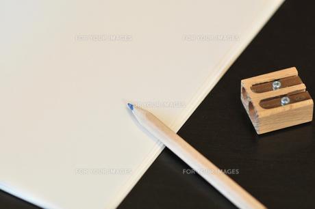 鉛筆とメモの写真素材 [FYI00369362]