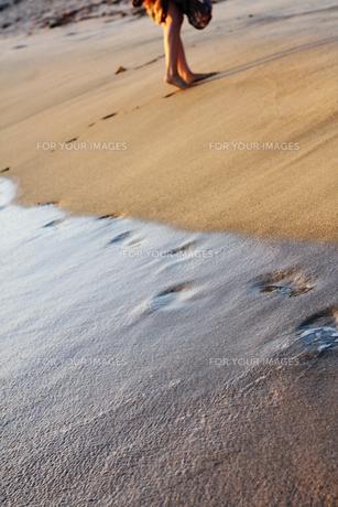 砂浜と足跡の写真素材 [FYI00369557]