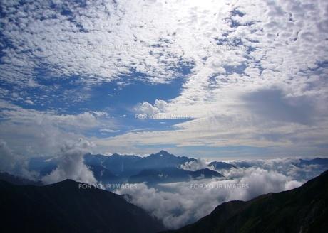剣岳と雲々・・の写真素材 [FYI00369687]
