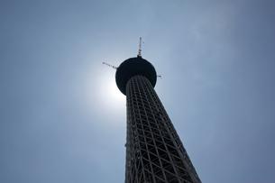 そびえたつ東京スカイツリーヨコの写真素材 [FYI00369872]